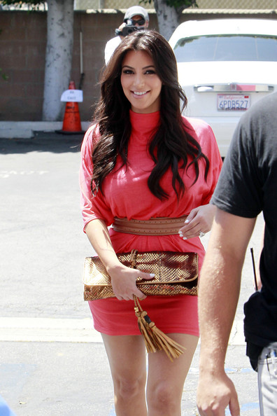 http://www3.pictures.stylebistro.com/pc/Kim+Kardashian+Long+Hairstyles+Long+Curls+tWzxrCtL7Wcl.jpg