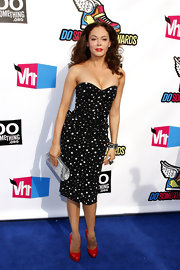 Rose McGowan was retro fab at the 'VH1' Do Something Awards in crimson patent pumps and a star print sweetheart dress.