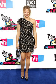 Kristen Bell got glitzy for the 'VH1' Do Something Awards in pewter metallic triple platform pumps.