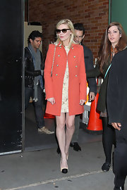 Kirsten Dunst topped off her chic coral coat with nude and black cap toe pumps.