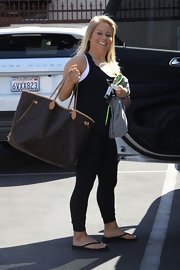 Shawn Johnson's oversized Louis Vuitton shopper bag was a chic complement to her athletic attire.