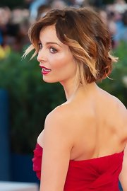 We love the ombre sun-kissed spiral curls Violante wore to the Venice Film Festival.