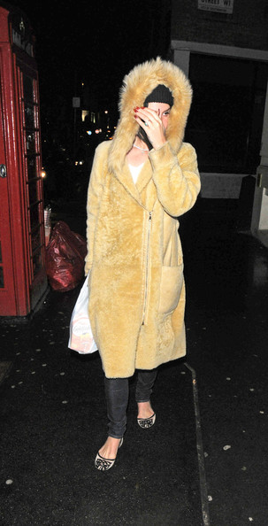 More Pics of Lana Del Rey Fur Coat (5 of 6) - Lana Del Rey Lookbook - StyleBistro