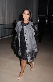 Toni Braxton topped off her look with nude platform peep-toe pumps.