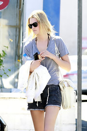 Dark tinted lenses are part of every models arsenal, just as Toni Garrn who sported hers while running errands in Los Angeles.