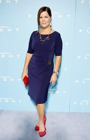 Looking classy and stunning, Marcia Gay Harden posed at the 'Flight' premiere arrivals in her silk wrap dress.