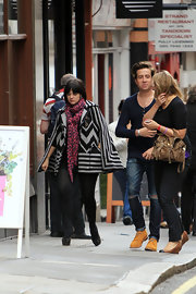 Lily Allen paired her chevron-print cape with a pink leopard print scarf.