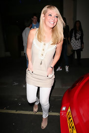 Liz Mcclarnon completed her easy breezy ensemble with nude platform peep-toes.