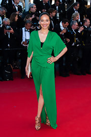 Carmen Chaplin's bright Kelly green gown featured a draped waist and wide flowing sleeves.