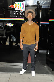 Luke James chose this mustard brown henley for his casual but cool look on 'The Wendy William Show.'