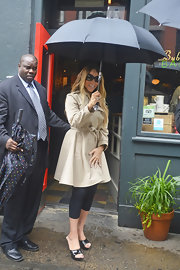 Mariah Carey's belted trench mixed classic and glam styles!