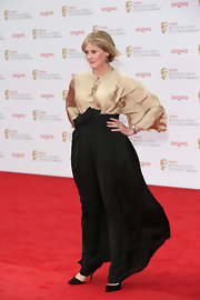 Sarah Lancashire kept her red carpet look totally sophisticated with this flowing black skirt.