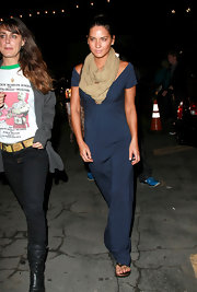 Olivia Munn covered up with this beige scarf - a nice complement to her navy blue jumpsuit.