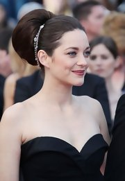 Marion Cotillard wore her hair in a voluminous retro-inspired 'do with sparkly silver accent.