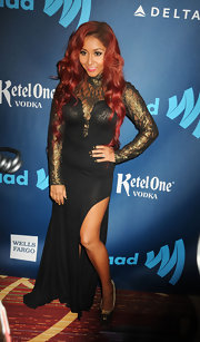 Nicole 'Snooki' Polizzi stuck to her signature over-the-top style with this black evening gown with gold lace mesh detailing.