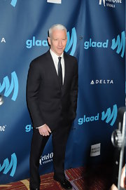 Anderson Cooper showed off his dapper style with this classic two-button, notch lapel suit.
