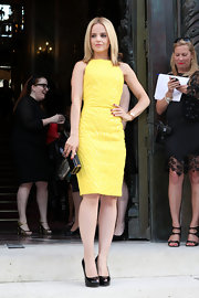 Mena Suvari wore this sunshine yellow, sleeveless  cocktail dress at the Versace Haute Couture show.