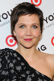 Maggie Gyllenhaal chose a deep pink lip color to add some color to her pucker.