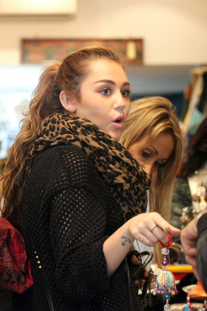 More Pics of Miley Cyrus Patterned Scarf (7 of 14) - Miley ...