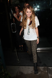 Miley showed off her fierce leopard print leggings while leaving hot spot Mr. Chow restaurant.