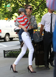Miranda Kerr looked oh-so-chic all the way down to her brown pointy pumps while out and about with her son.