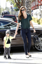 To keep her look casual and cool, Miranda Kerr opted for a pair of skinny jeans.