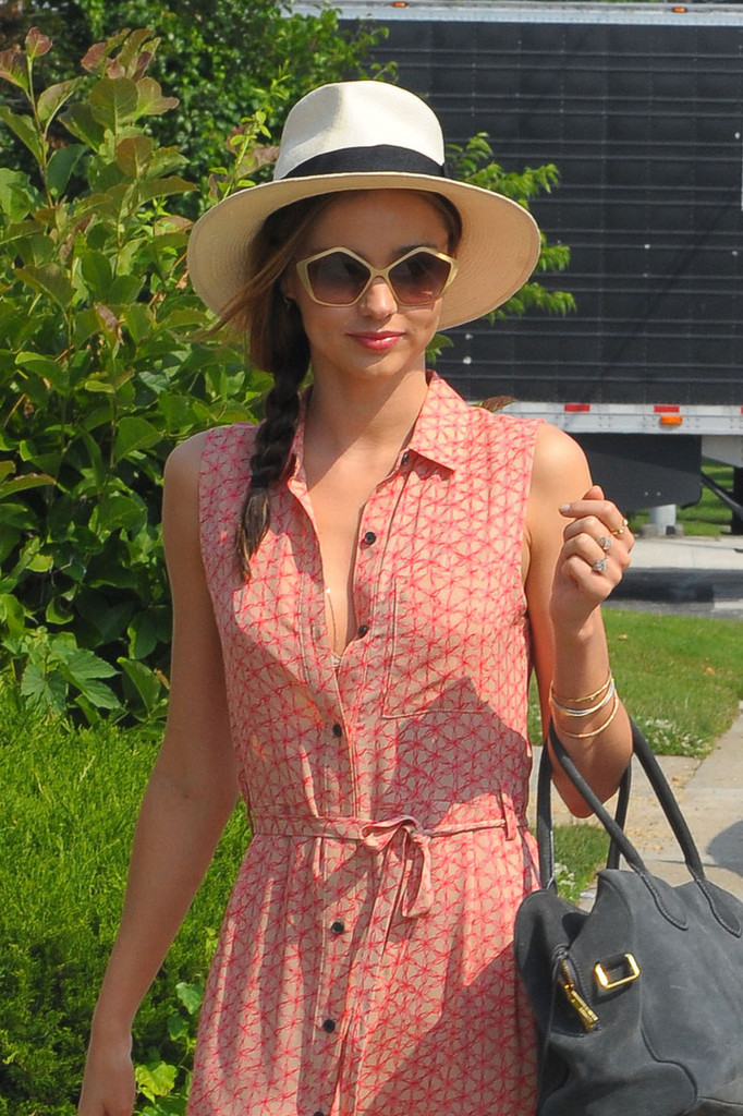 Miranda Kerr Looks Ready for Summer in NYC