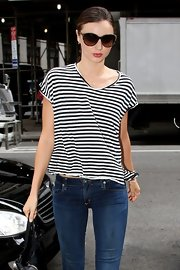 Miranda Kerr looked like a glamour girl in her oversized glasses.