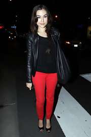 Sasha Gray paired on on-trend red skinny jeans with classic black satin peep-toes.