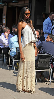 Jessica looked '70s fab in this crocheted long skirt and eyelet top for her lunch in NYC.