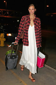 Karlie Kloss completed her comfy traveling ensemble with a pair of flat brown sandals.
