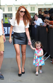 Una added some spice to her look with this black leather mini skirt.