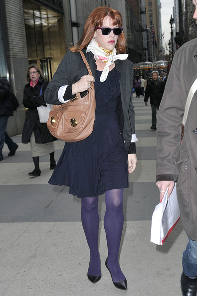 Molly Ringwald finished off her ensemble with classic black pointy pumps.