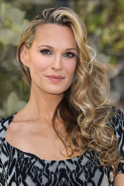 Molly Sims Side Sweep