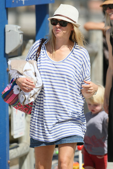 More Pics of Naomi Watts Wayfarer Sunglasses (4 of 39) - Naomi Watts Lookbook - StyleBistro