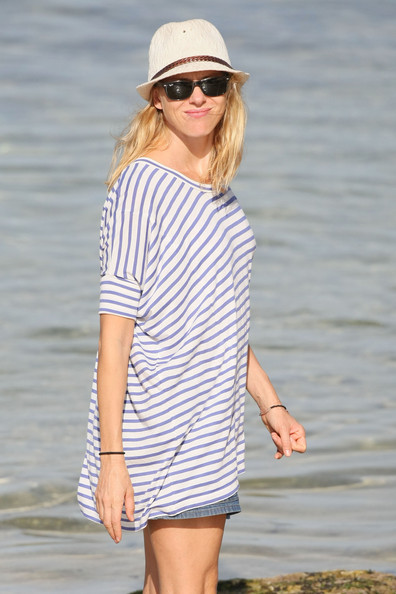 More Pics of Naomi Watts Wayfarer Sunglasses (1 of 39) - Naomi Watts Lookbook - StyleBistro
