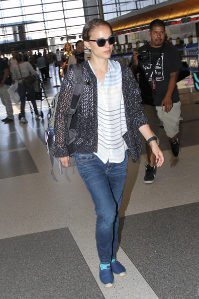 Natalie Portman Catches a Flight With Her Family