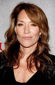 Katey Sagal went to the premiere of 'Justified' wearing her hair in a gorgeous wavy cut.