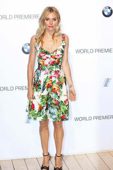 More Pics of Sienna Miller Print Dress (1 of 12) - Sienna Miller Lookbook - StyleBistro