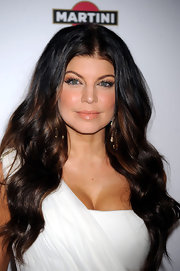 Fergie showed off a softer side with peachy lip gloss and complementary eyeshadow. It was a nice touch for her white dress.