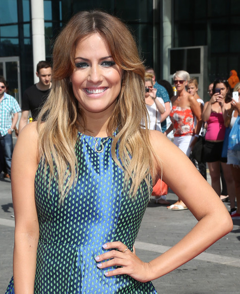 More Pics of Caroline Flack Long Wavy Cut (2 of 7) - Long Wavy Cut Lookbook - StyleBistro