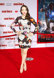 Kat Dennings stunned on the red carpet with this long-sleeve, printed dress.