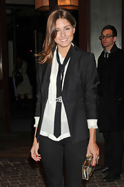 Olivia donned a skinny black tie with her androgynous look for the 'Midnight in Paris.'