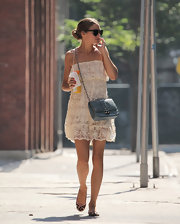 Olivia nailed the carefree summer look when she donned this cream lace dress.