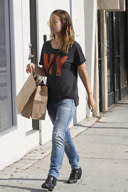 Olivia Wilde chose a super casual look when she paired this 'NY' tee with a pair of skinny jeans.