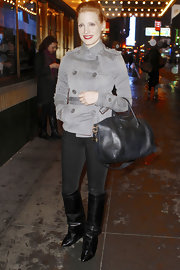 Jessica totally worked this off-duty look by matching multiple shades of gray.