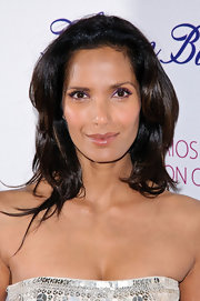 Padma Lakshmi wore her hair in a casual style that featured lots of shine and soft waves while she attended the Endometriosis Foundation Blossom Ball.