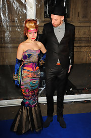 Paloma Faith wore bicep-length royal blue gloves with her embroidered dress at the 'Totem' premiere in London.