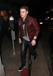 Jesse wore his leather from head to toe, including this black leather watch on his wrist.