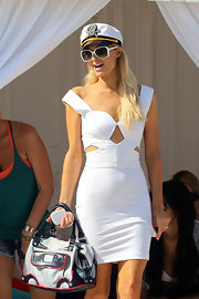 Paris Hilton teamed her 4th of July nautical look with a patriotic red, white and blue tote.